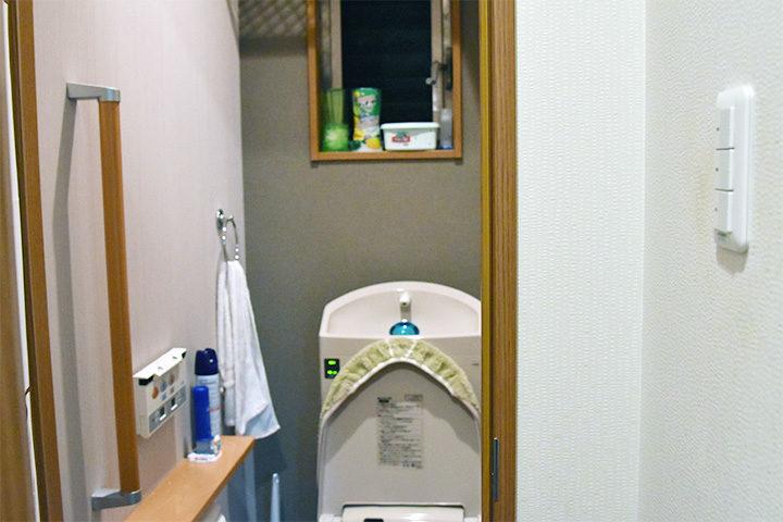家島家はトイレの壁紙を変えてます